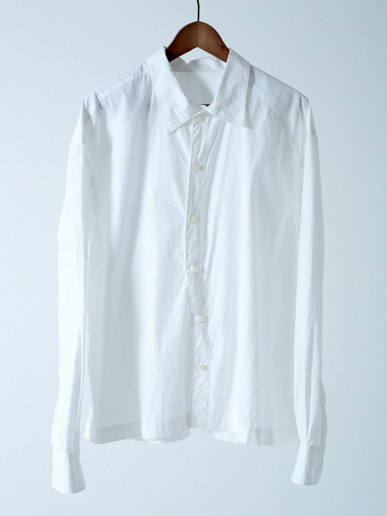 Yシャツの下に肌着を着る? 着ない?どちらが正解でしょうか。