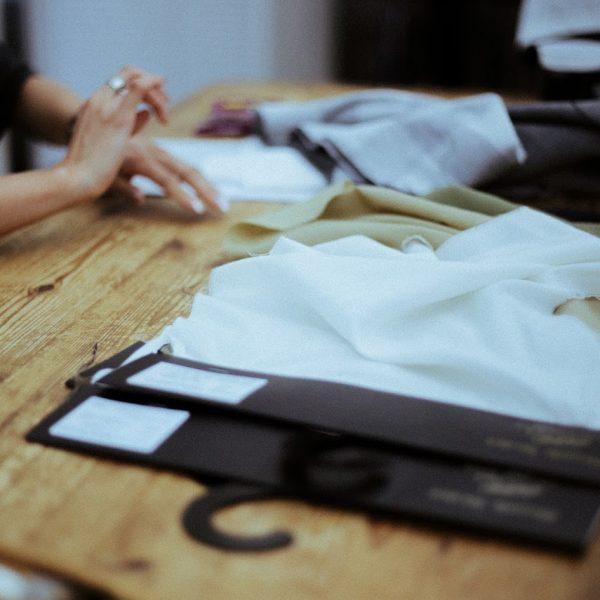 固定概念にとらわれないデザイナー、岡村成美 – shirts story –  #1 Design